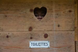 Porte des toilettes sèches :)